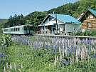 駅の宿ひらふ:日本でただひとつ。駅舎が民宿。列車を降りて17歩で到着