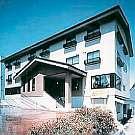 えびすや白馬グラードイン:ゴンドラまで徒歩5分の4階建てのベージュ色の落ち着きのある建物