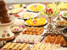 和食、洋食、中華が一度に楽しめる和洋中バイキングはデザート類も充実!