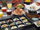 ご朝食(一例)国産ふくゆたかの大豆と天然水を使った手作り豆腐や天然の魚味噌焼きなど