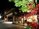 ゆけむりの宿 美湾荘:温泉街中心部にも徒歩2、3分。夜のんびりと温泉街をそぞろ歩きもオススメです。