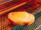 ラクレットチーズはパンに乗せてトースターでトロトロに!