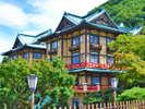富士屋ホテル:全部で5つの宿泊棟から成る富士屋ホテル。中でも「花御殿」ホテルのシンボルとして愛され続けています。