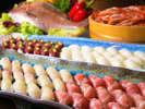 """【ビュッフェ―お寿司】料理人が豊富な種類の""""新鮮な魚類""""を握ります!"""