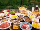 【朝食ビュッフェ】朝から盛り沢山の種類豊富&色鮮やかなメニューをどうぞ。起き抜けからパワーチャージ!