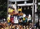 ■諏訪大社のお舟祭(毎年8月1日)に春宮から秋宮まで曳航される柴舟(下諏訪観光協会提供)