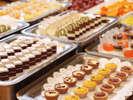 食後のデザート&フルーツも種類豊富♪(イメージ一例)