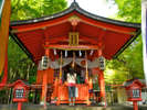 九頭龍神社へは、モーターボートで参拝することも可能です。