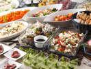 【ランチブッフェ】シェフ自慢の料理の数々をお楽しみください。(写真は一例です)