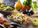 主に静岡県三島市の農家さんの野菜を毎日日替わりでご用意しております。