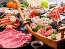 但馬牛のしゃぶしゃぶに日本海の豪華舟盛に焼きガニが付いた欲張りコースになります。