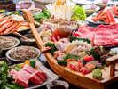 但馬牛のステーキに但馬牛のしゃぶしゃぶ、焼きガニに日本海の豪華舟盛、また手打ちのお蕎麦付き。
