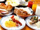 """『おいしい♪』とお客様から絶賛の朝食バイキング!!じっくり煮込んだ""""朝カレー""""が大人気です♪"""