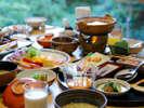 【朝食:一例】大正屋オリジナル茶粥など嬉野の味が満載。