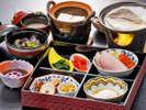 【朝食】旅行の朝は朝食から。宍道湖産しじみのお味噌汁が染み渡ります。温泉卵も◎