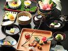 *お夕食「山月膳」(一例)。つるやのスタンダードなお料理コースです。