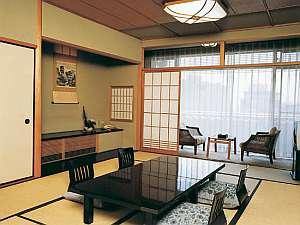 和室10帖(バス・トイレ付)しつらえの行き届いた客室、ご夫婦やご家族さまにどうぞ♪