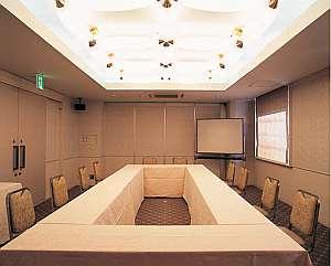 会議室利用も可。15名用・100名用あり(要予約)