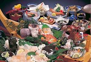料理内容の一例!船盛に伊勢えび、あわびも付く!鯛の姿煮は最高です。