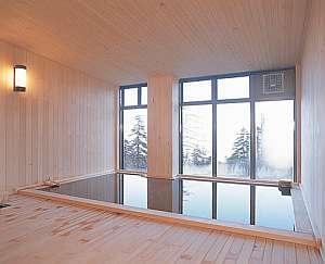 総木造りの浴室は落ち着いた雰囲気。湯も良く温まると好評です