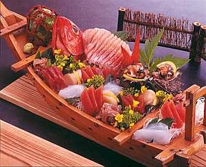 舟盛り一例(4人用)お1人様分1,650円でご予約承ります。
