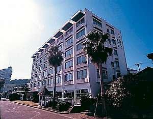 渚百選に選ばれた前原海岸目の前のホテル