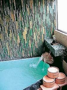 温泉は手狭で小さいです。皆様のご協力をお願いします。※以前行っていた貸切入浴は現在休止中です