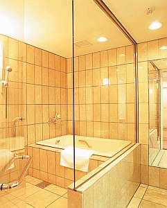 天蓋ダブル,デラックスツイン<B>タイプのバスルーム。バスタブ外に洗い場があります。