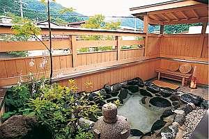 【旅館 紅葉(こうよう)】露天風呂付き客室で天然温泉を堪能。飛騨牛や囲炉裏料理を愉しむ。