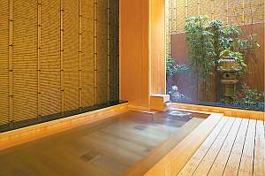 心地よい風が通る半露天風呂はつい長湯してしまうほどの気持良さ♪