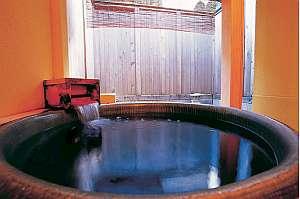 小庭園付き貸切露天風呂「信楽焼露天」