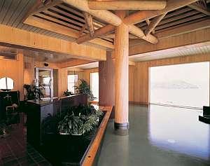 桧造りの展望大浴場「鞠の湯」
