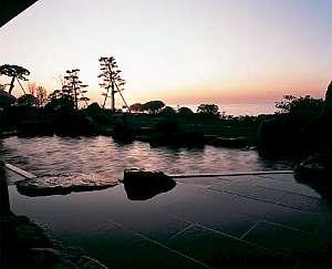 ▲ 露天風呂  四季折々の景色をご堪能いただけます。