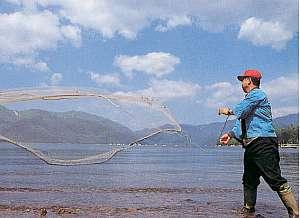 「おかじん」あるじはベテラン釣り師
