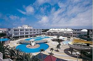 観光アクセス抜群のロケーション、リゾートホテルへようこそ。