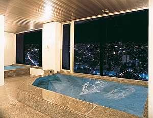 夜は街の夜景が美しい、29階の展望浴場