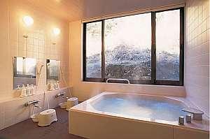 4~5人は余裕で入れる広々貸切風呂(24h人工温泉)