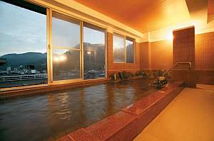 <展望畳湯>津和野唯一天然温泉が楽しめる。展望檜湯と男女入替わり制(夜・朝)