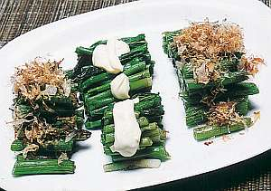 春にはササユリやウトブキ、たらの芽など山菜が味わえる