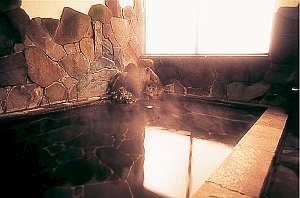 お風呂は男女別に有り。麦飯石の人工温泉。