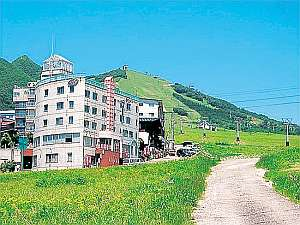 岩原高原内に建つホテル