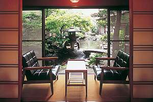 一階のお部屋から眺める中庭