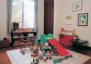 木製玩具も一杯!子供達に大人気のキッズスペース