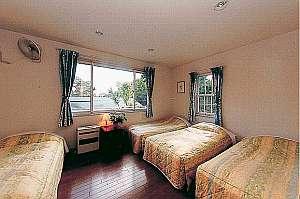 洋室一例。ベビーやキッズにもベッド付