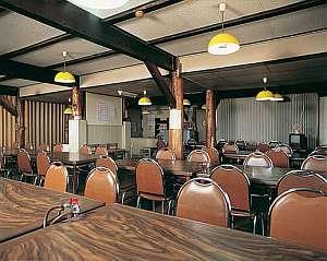 食堂では、松茸料理など四季折々の素材が楽しめる