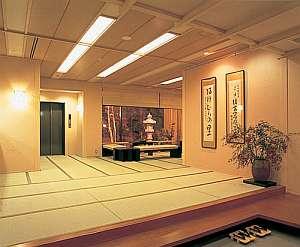 玄関。関内は総畳敷きで和の雰囲気を大切にしている
