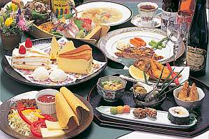伊豆ならではの海の幸と洋食。和と洋のコース料理を満喫。デザートもお楽しみに!