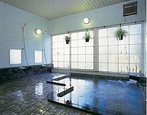 *ジェット付の大理石風呂。体の疲れをじんわりと癒してくれます♪