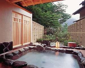 貸切可能な露天温泉風呂 『蜩』