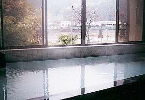 風呂から飛騨川を望めます